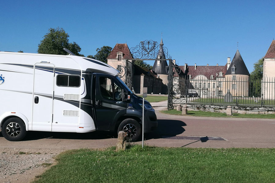 Pausing to visit a Burgundian chateau in the Knaus 550 MF