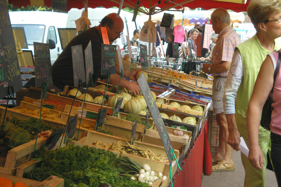 Weekly produce markets sell wonderful fresh fruit and vegetables as well as meat, fish and hundreds of different cheeses