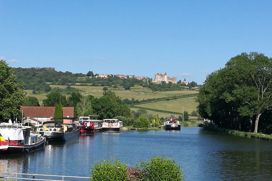 The Burgundy Canal provides many beauty spots to spend the night in a motorhome