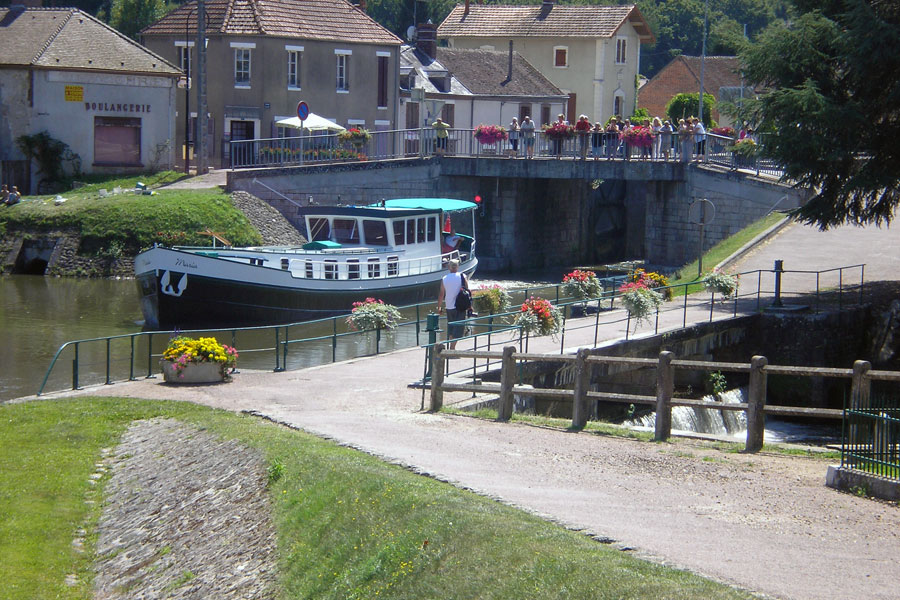 We are surrounded by interesting canals and rivers, this is Rogny-les-Sept-Ecluses on The Canal de Briare
