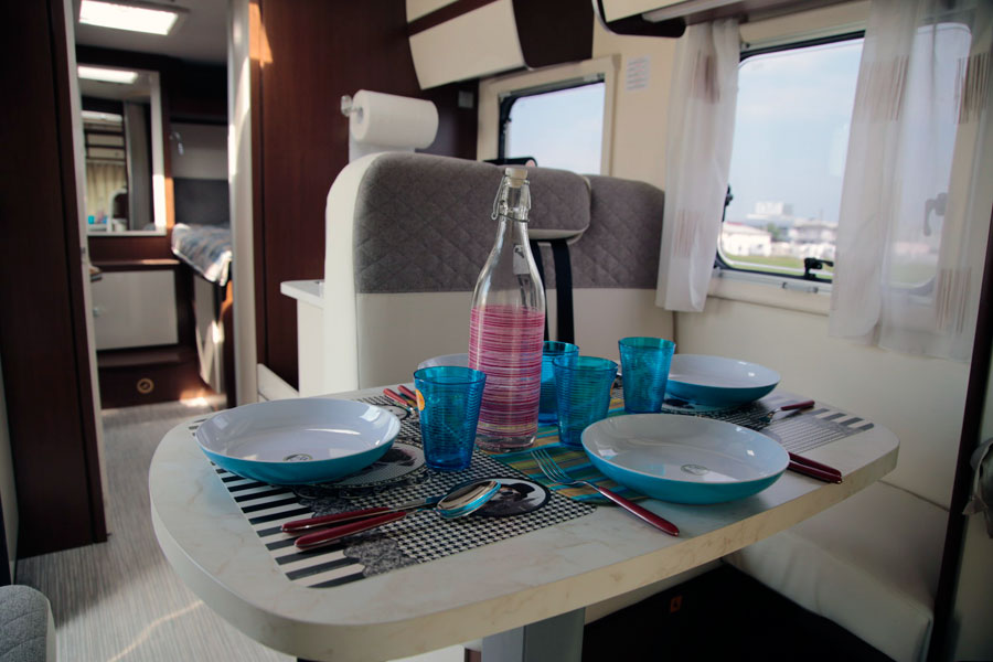 Blucamp Superfly 526 dining area
