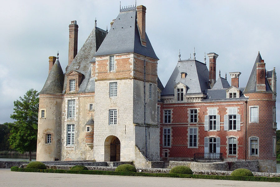 Pretty little chateaux are dotted all over Burgundy and you will see some as your drive through the vineyards