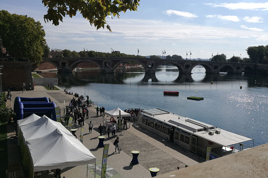 A view of the 16th century Pont Neuf bridge over The River Garonne in Toulouse