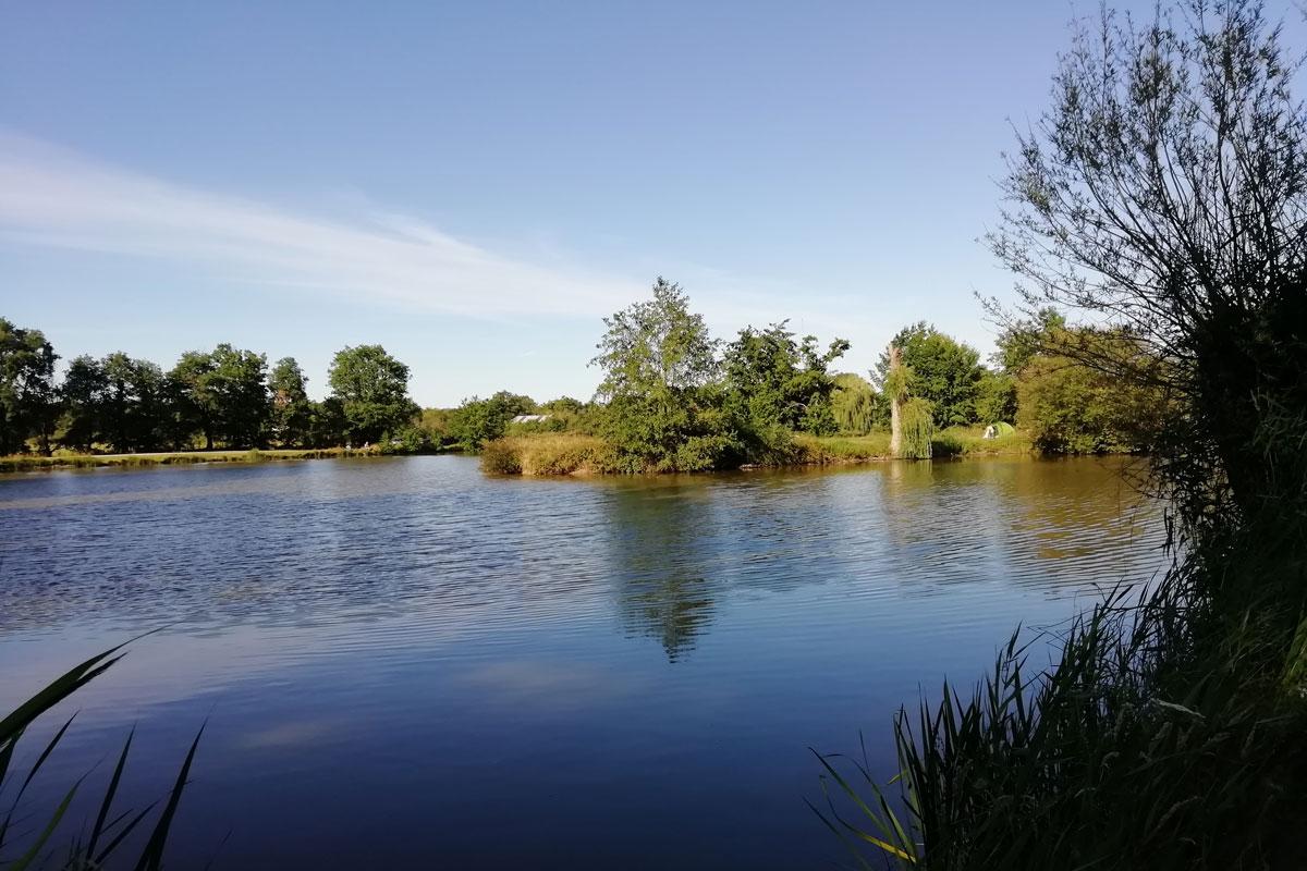 Lake at Rosnay campsite